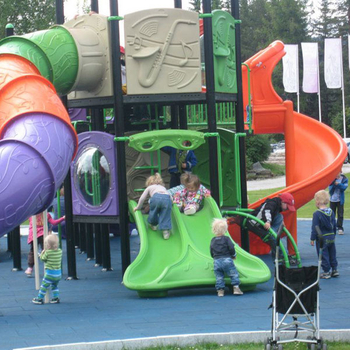 Children's playground design sharing in Denmark and Canada